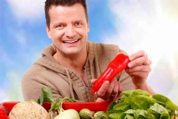 gemüsebauer bietet spitzpaprika an