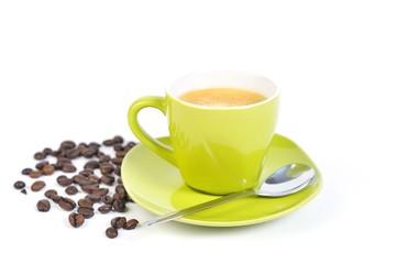 espressotasse grün mit kaffebohnen und löffel 2