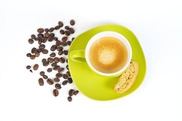 espressotasse grün mit kaffebohnen und crostini 2