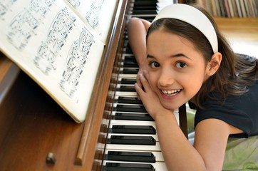 Little hispanic Pianist