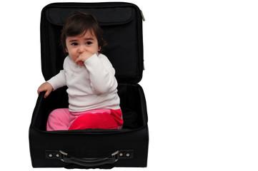 Bambina dentro la valigia