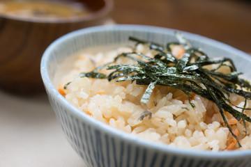 鮭としめじの炊き込みご飯