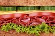 Nahaufnahme eines Sandwich mit Salami