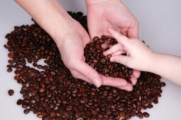 Händen mit Cafe Bonnen - Kinderhand