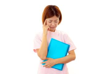 頭痛を訴える看護師