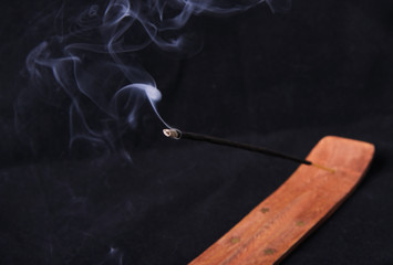 Smoldering incense stick