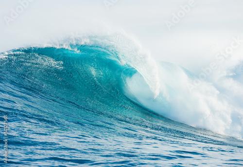 Wave © EpicStockMedia