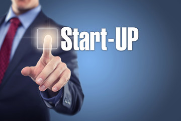 Mann tippt auf Interface Start-Up