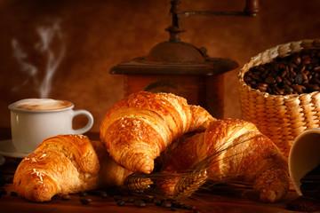 Brioches calde con cappuccino