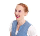 Lachendes Mädchen mit roten Haaren