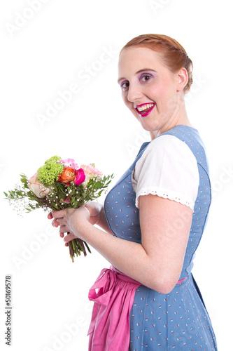 Glückliche Frau mit Blumen - isoliert - im Dirndlkleid