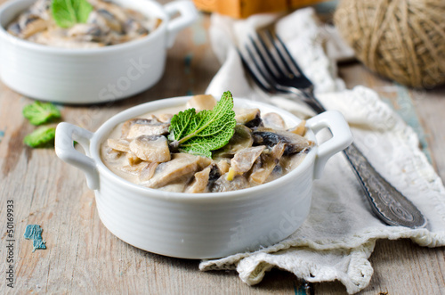 Mushrooms stewed with cream and sage
