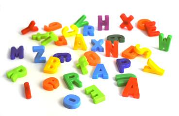 bunte Buchstaben verteilt