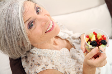 Rentnerin beim Enspannen