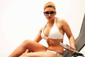 junge Frau im Urlaub