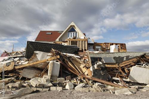 Leinwanddruck Bild Destroyed beach house in the aftermath of Hurricane Sandy