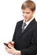 Azubi erhält Nachricht auf Smartphone