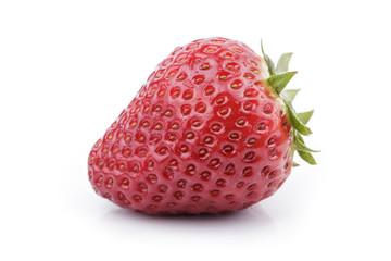 deliciosa fresa madura sobre fondo blanco