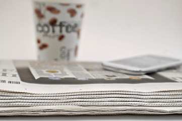 Zeitung, Kaffee, Smartphone