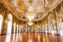 La salle de bal du Palais national de Queluz, Portugal