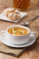 Bayerische Frittatensuppe in einer Suppentasse