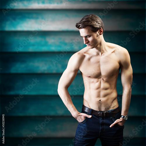 attraktiver muskulöser Mann