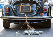 "Постер, картина, фотообои ""Rear view of a vintage car with just married sign and cans attac"""