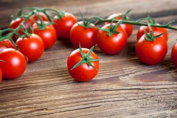 Tomaten auf Holz III