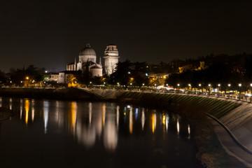Fiume Adige che attraversa la città di Verona