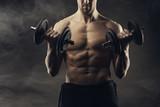 Ćwiczenie bicepsów - 50283108