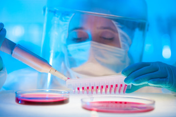 Working in the laboratory with a high degree of protection