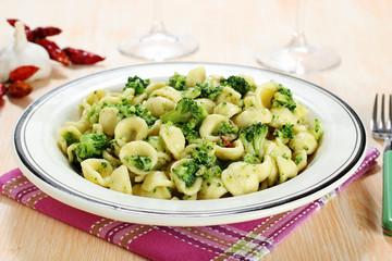 pasta orecchiette con broccoli