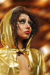 girl in gold hood mante
