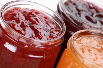 Marmelade in Gläsern