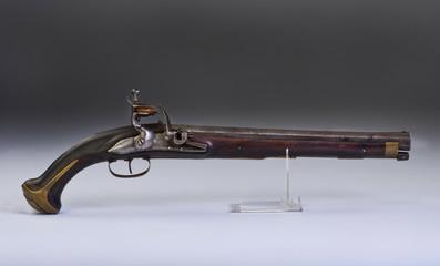 French flintlock pistol made around 1800.