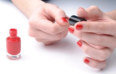 Smalto rosso sulle unghie - Red nail