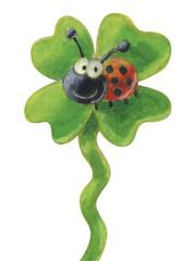 Marienkäfer auf vierblättrigem Kleeblatt – freigestellt
