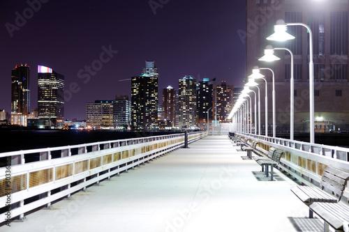 nocny-most-z-latarniami