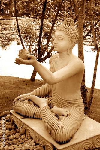 Buddha-Statue im Lotus-Sitz