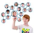 Junge in sozialem Netzwerk