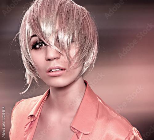 sinnliche Blondine mit Haarsträhnchen / alterable 29