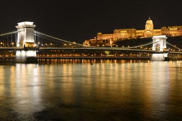 Pont des Chaînes de nuit à Budapest