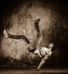 Young man with naked torso doing acrobatic movements