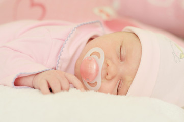 newborn sleeping with dummy
