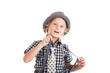 Мальчик в галстуке, подтяжках и шляпе