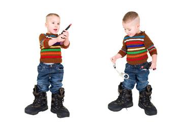 Kleiner Junge spielt Cowboy