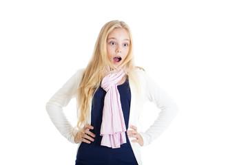 Блондинка открыла рот от испуга или удивления