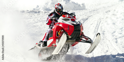 Fotobehang Wintersporten red snowmobile
