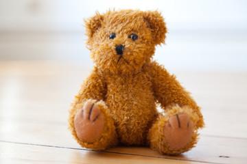Teddy auf dem Boden