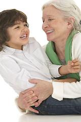 Famille - L'enfant dans les bras de Mamie